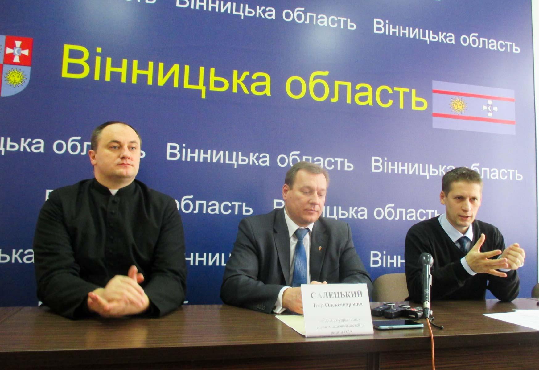 Ks. Mykoła Myszowski, kier. departamentu ds mniejszości i religii Igor Salecki oraz prezes SP Kresowiacy Jerzy Wójcicki