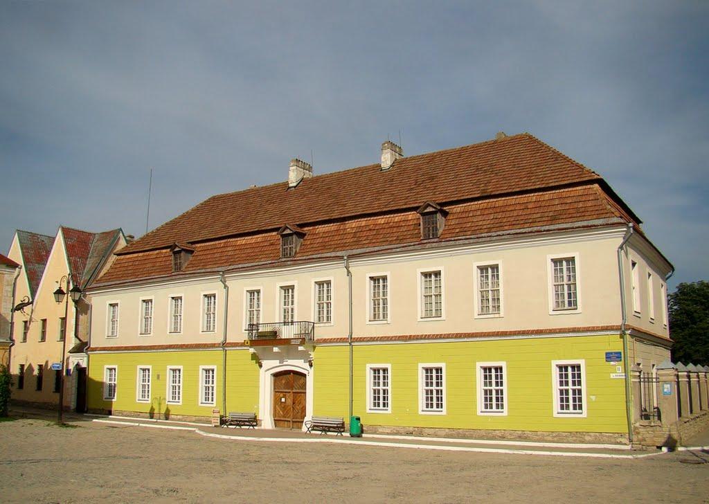 Budynek, w którym mieścił się pierwszy Teatr Polski w Kamieńcu Podolskim. Źródło - http://galleryua.com