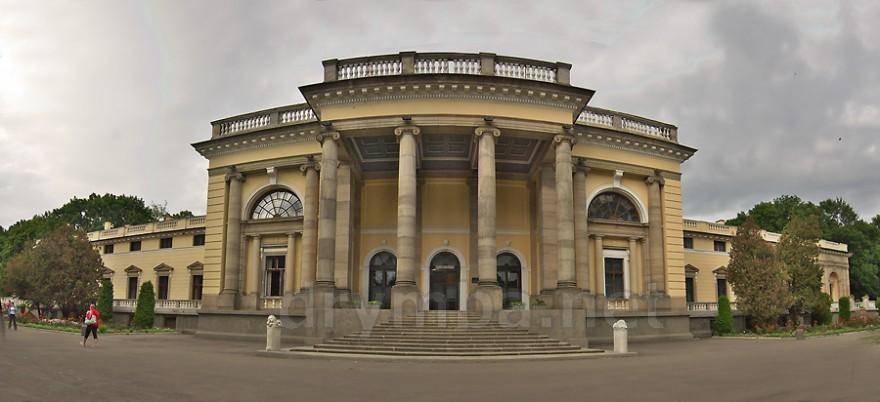 Ogólny widok pałacu Szerbatowej-Potockiej w Niemirowie