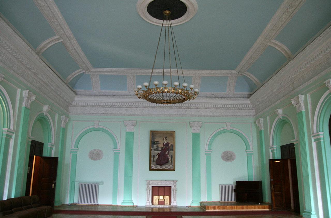 Jedna z sal w niemirowskim pałacu
