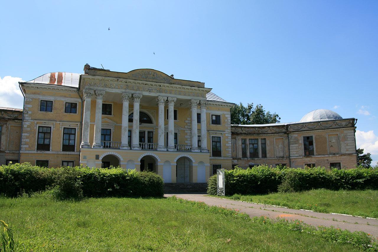 Dawna rezydencja Grocholskich w Woronowicy
