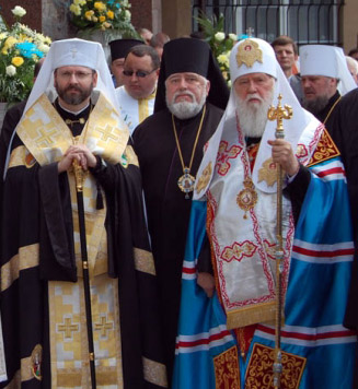Po lewej metropolita grekokatolicki Swiatosław Szewczuk, po prawej - Filaret. Źródło - news.ugcc.ua