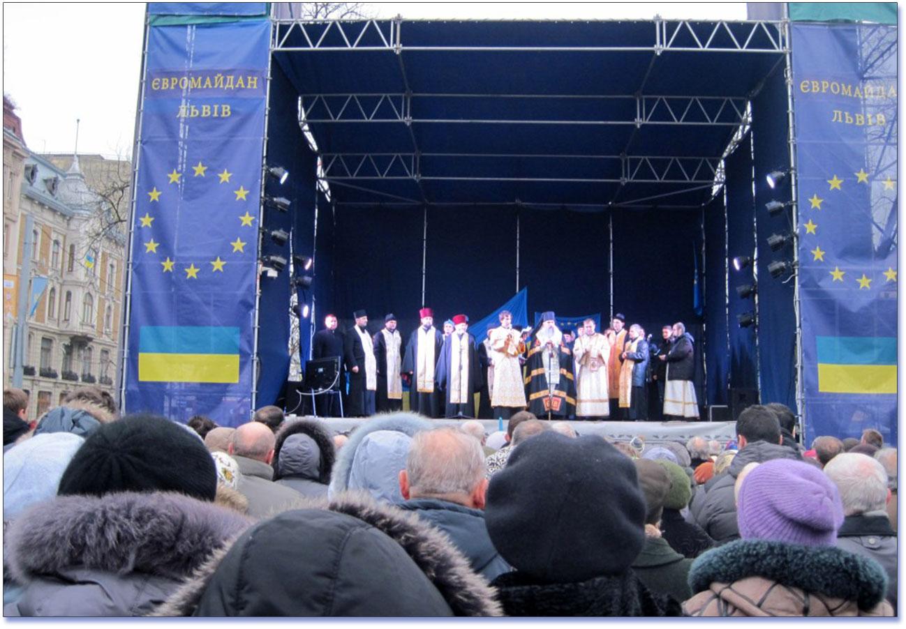 Ekumeniczna modlitwa na lwowskim Majdanie w 2013 roku. Foto: http://www.rr.lviv.ua