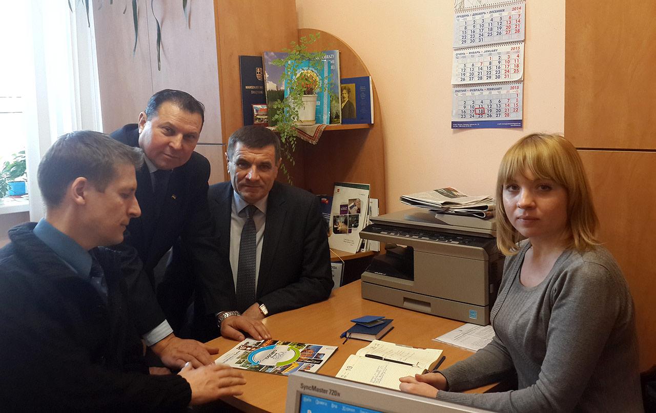 Jerzy Wójcicki, Wasul Sosiuk, Anatol Kusznir oraz Sawina Inna w trakcie rozmowy dotyczącej nawiązania współpracy z Siemianowicami Śląskimi