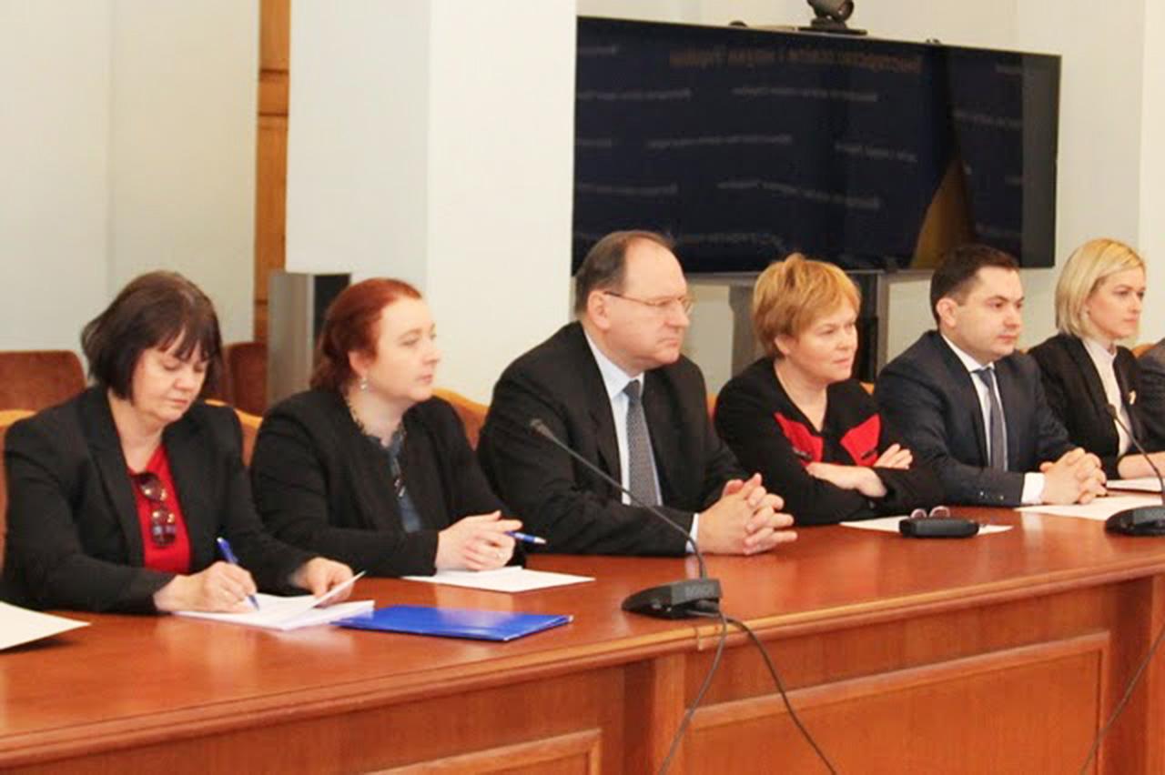 Konrad Pawlik (po prawej) w Kijowie. 12.01.15 r. Źródło - http://vnz.org.ua