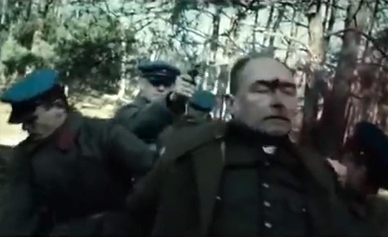Scena z filmu Andrzeja Wajdy Katyń
