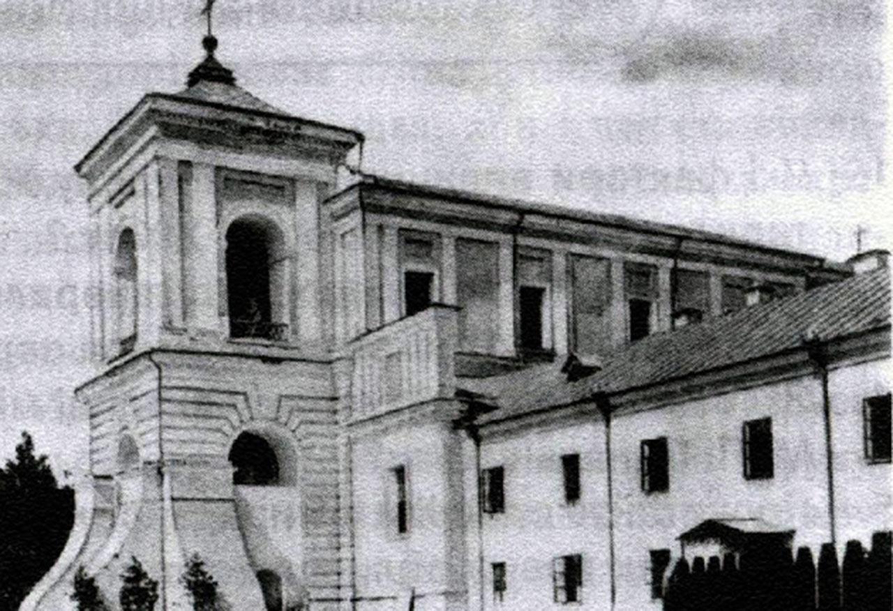 Wcześniejsze zdjecie kościoła seminaryjnego - przed zawaleniem się wieży