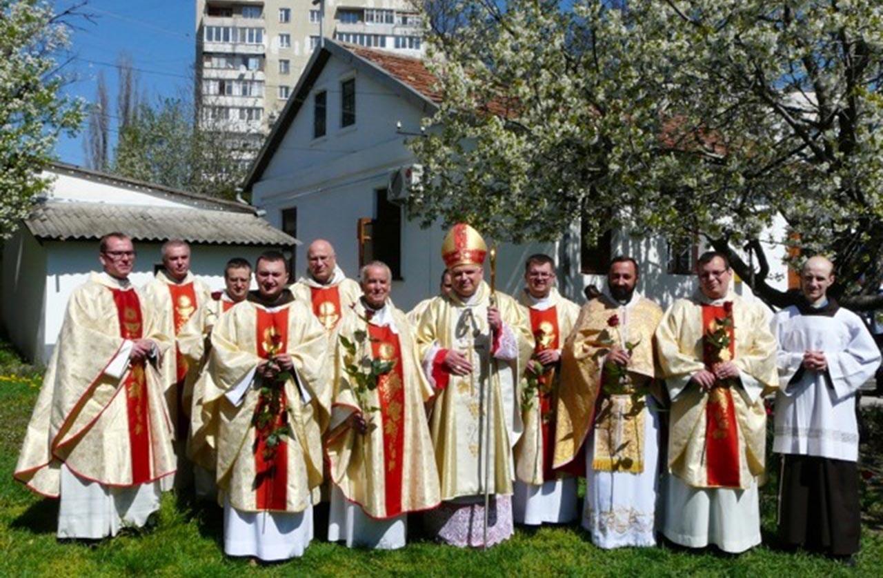 Duchowieństwo katolickie na Krymie przed okupacją rosyjską. Źródło - credo-ua.org