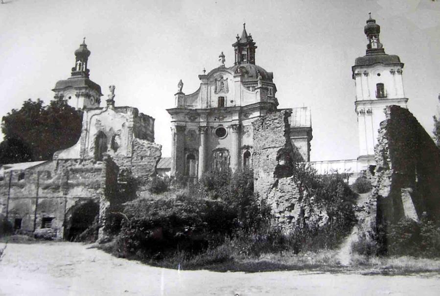 Taki widok miał klasztor po II WS. Źródło - etoretro.ru
