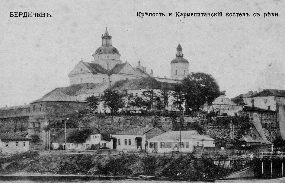 Przedrewolucyjne zdjęcie klasztora karmelitów w Beryczowie. Źródło - travelintelligence.ru