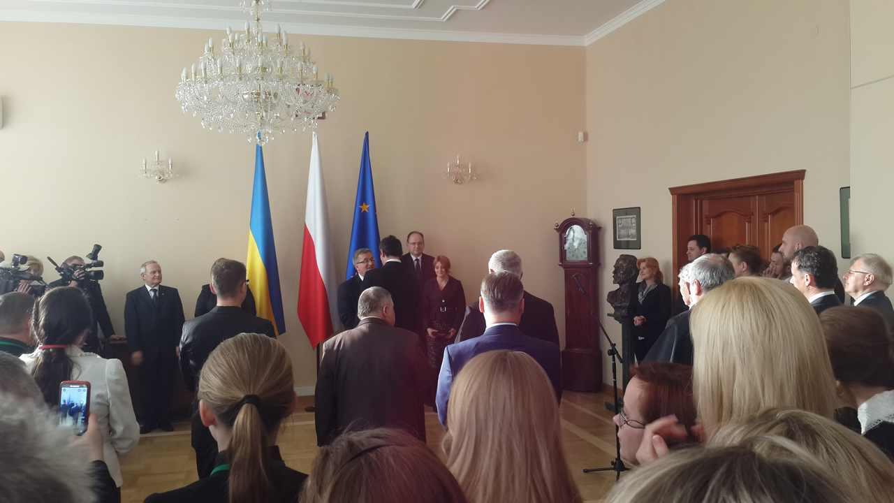 Ks. Jarosław Giżycki otrzymuje Order od Prezydenta Komorowskiego