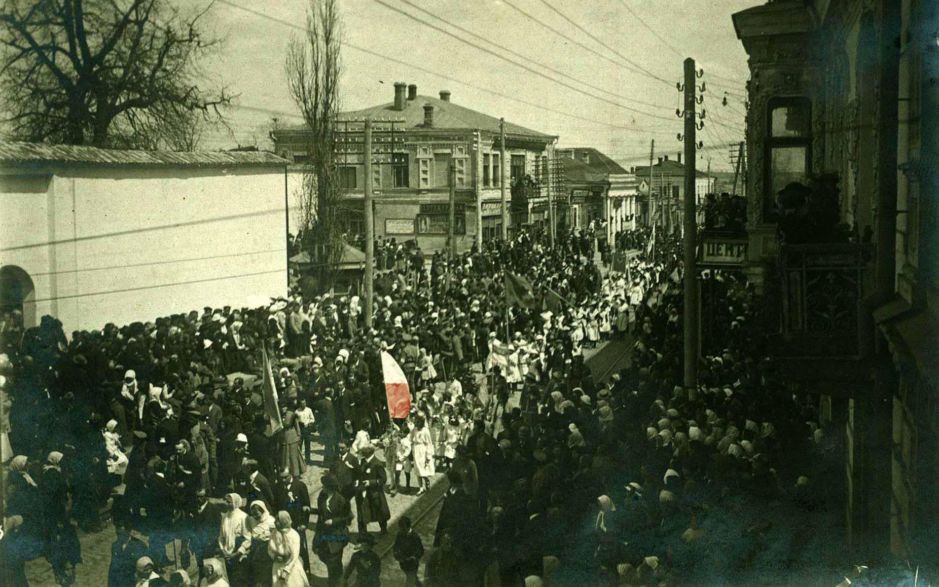 Trzeciomajowy wiec centralną ulicą miasta w Winnicy w 1917 roku