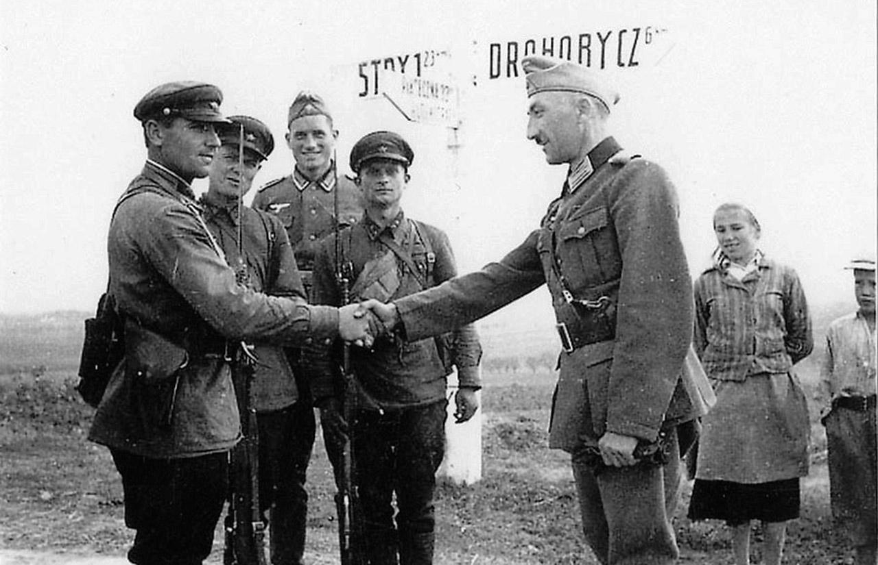 Spotkanie sowieckich i niemieckich żołnierzy pod Lwowem