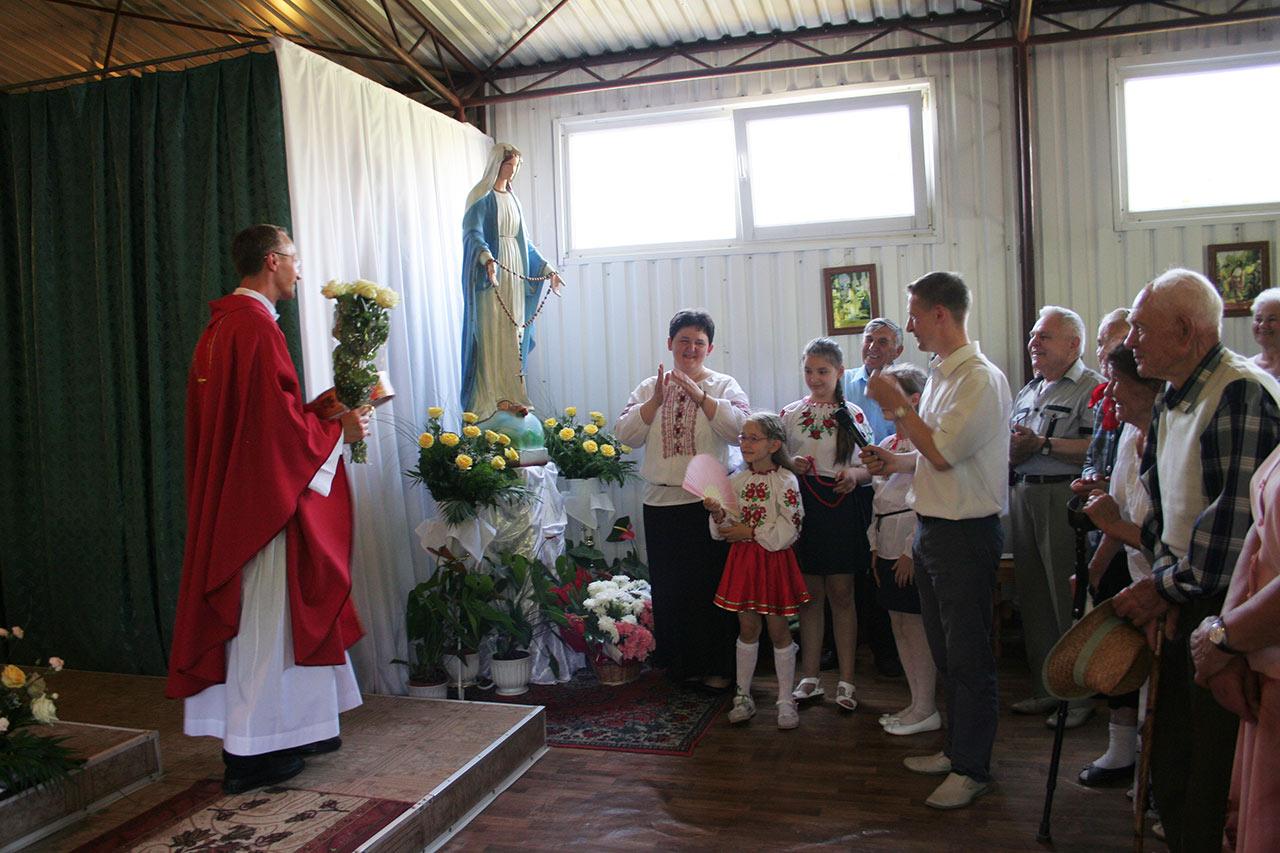 Wierni dziękują ks. Sergiuszowi za uroczystość