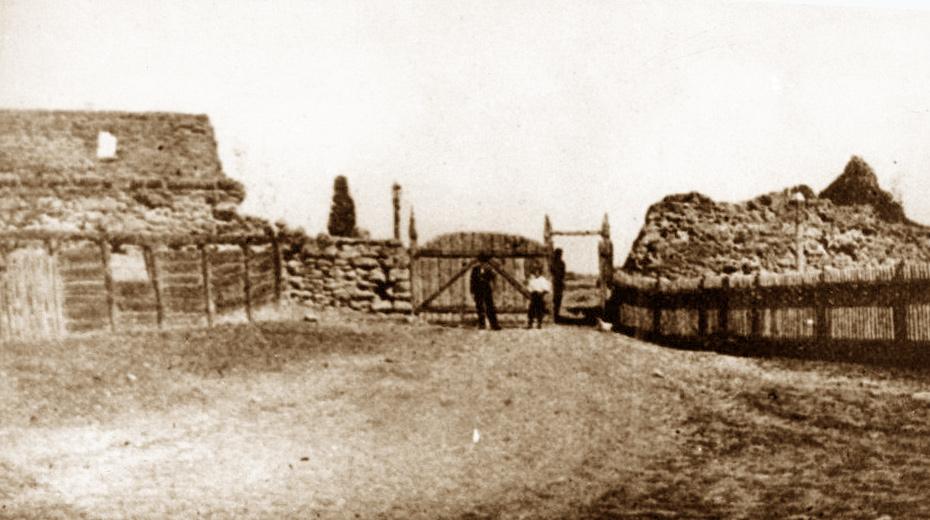 Ruiny barskiego zamku na zdjęciach z pocz. XX w.