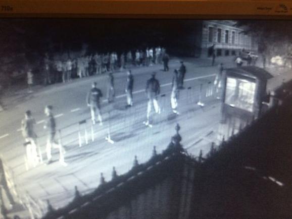 Atak na ukraińską ambasadę w Moskwie. Źródło - unian.net
