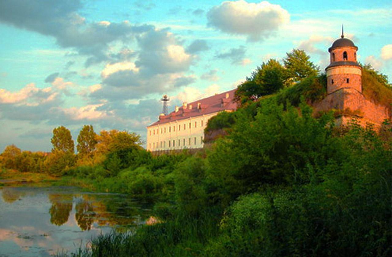 Północny bastion dubieńskiego zamku i wieża Beatka. Źródło - ua-travelling.com
