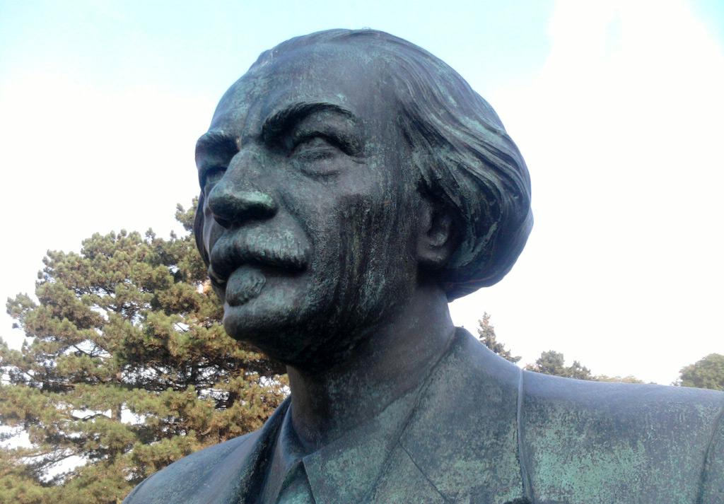 Pomnik Paderewskiego w Parku Ujazdowskim w Warszawie. Źródło - historiaija.blogspot.com