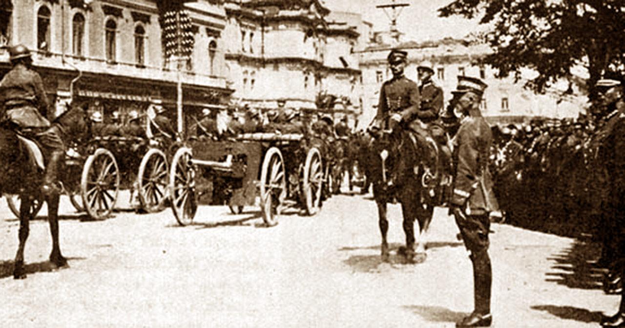 Generał Rydz-Śmigły przyjmuje defiladę w Kijowie, 7 maja 1920 r. (z archiwum A. Nieuważnego)