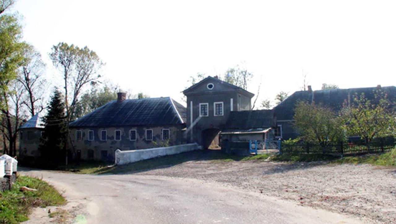 Obecny wygląd pałacu w Szpikowie. Źródło - sergekot.com