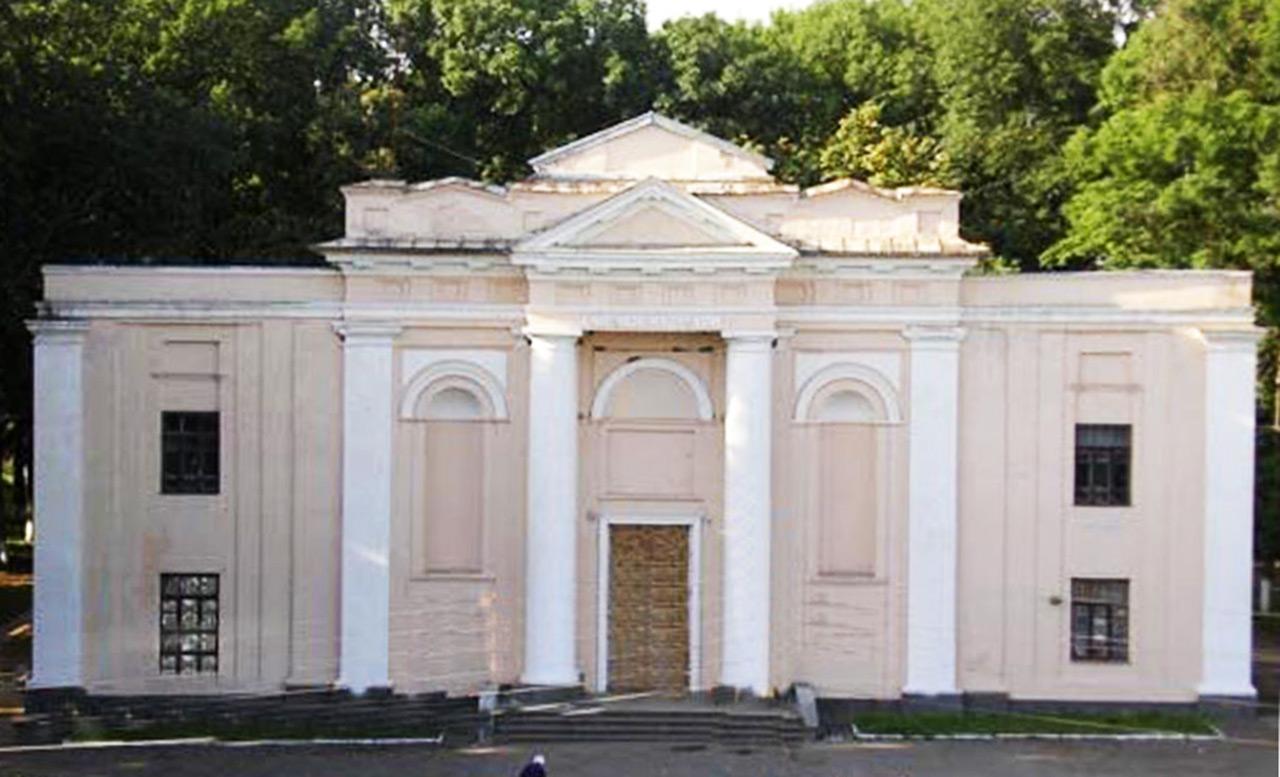 Dawny kościół w Monastyryszczu - obecnie Dom Kultury. Źródło - io.ua