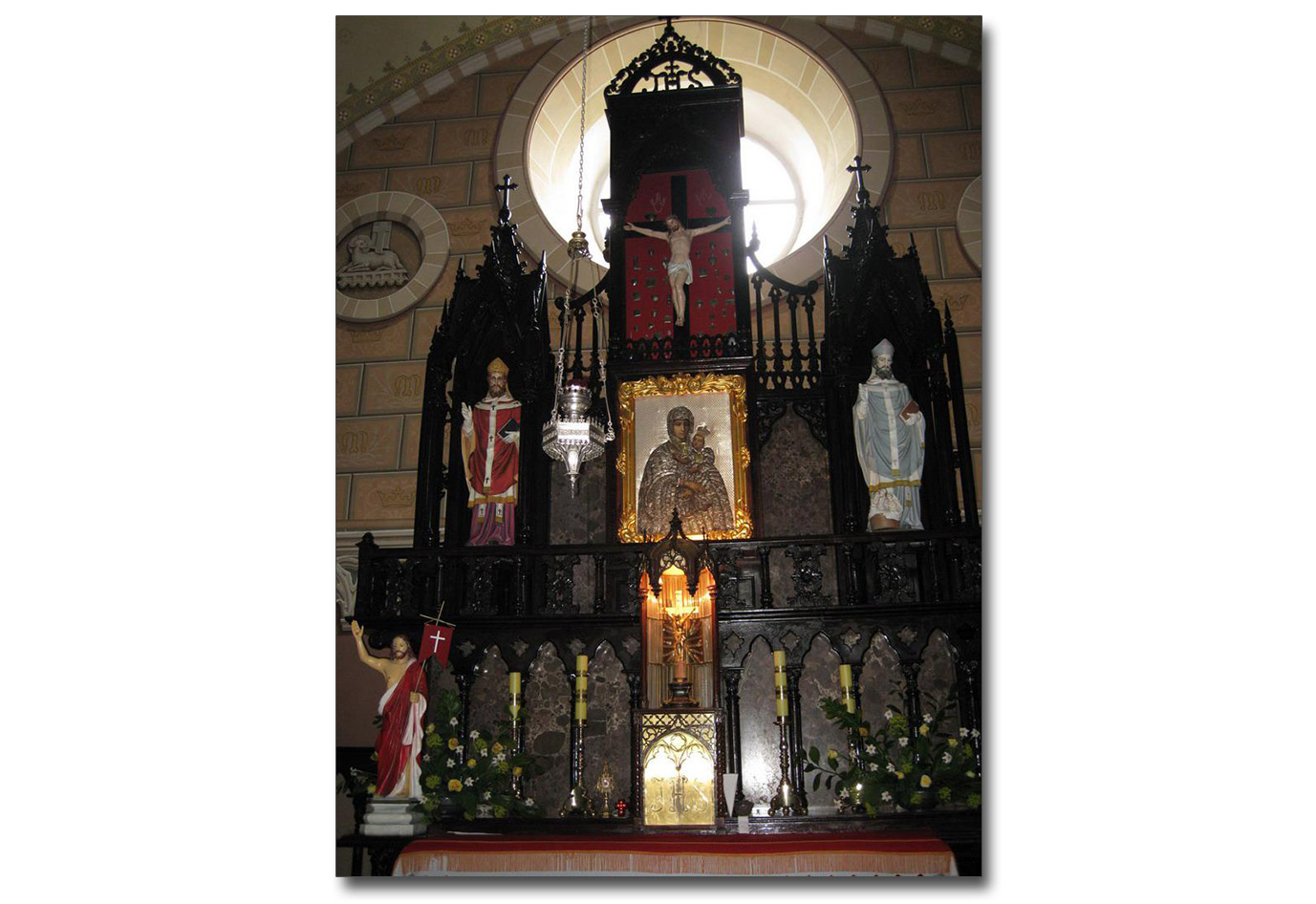 Ołtarz w kościele Św. Anny w Barze