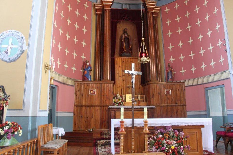 Ołtarz w kościele w Brahiłowie