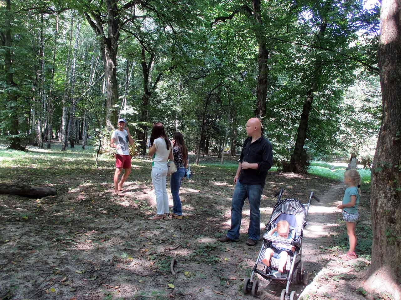 Grupa badaczy-amatorów z Ukrainy i Polski szuka śladów po polskich pochówkach na terenie parku kultury