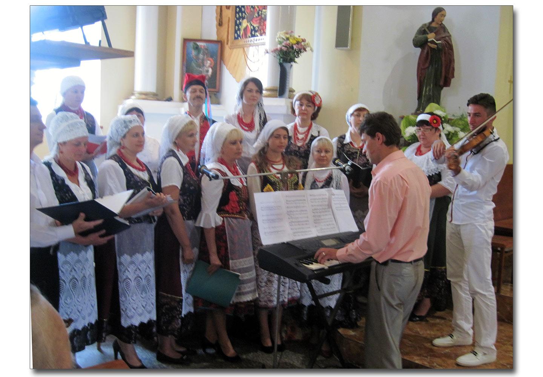 Zespół Rozmaryn śpiewa w Czarnym Ostrowie