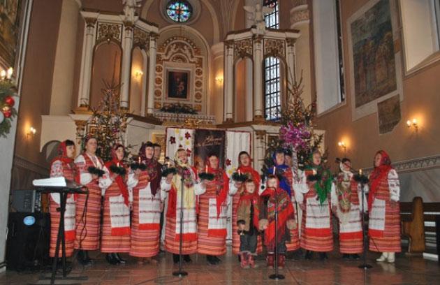 Zdjęcie pobrane z http://sanctuarium.com.ua/aktualnosci,,1,,v_diecezjalny_festiwal_koled_w_latyczowie.html