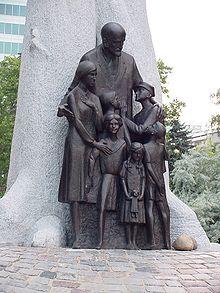 Pomnik Korczaka w Warszawie