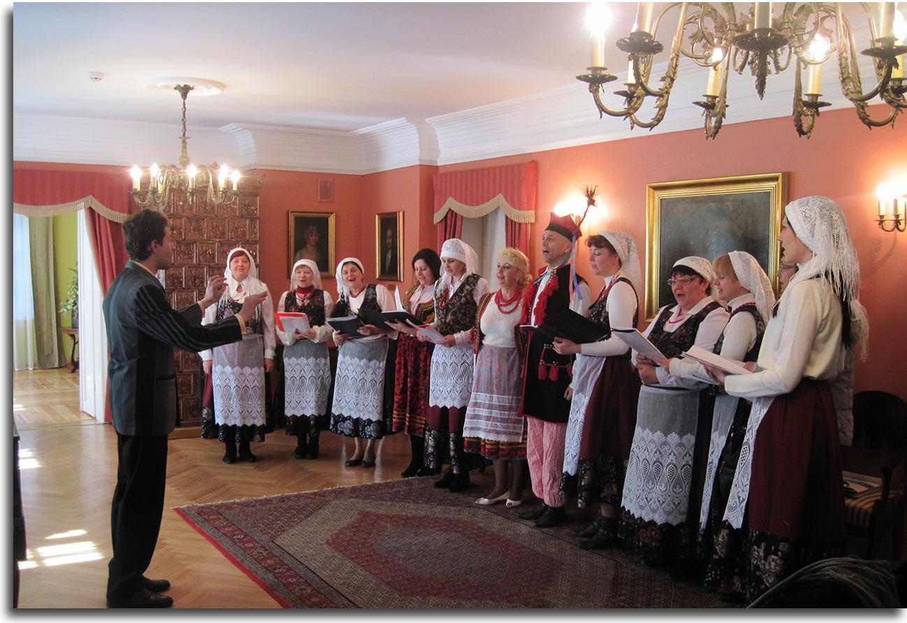 W dworku Słowackich wystąpił zespół Rozmaryn z Chmielnickiego