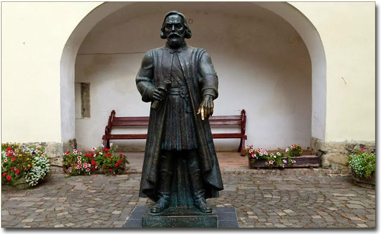 Pomnik Fiodorowi Koriatowiczowi w Mukaczewskim zamku - Pałance