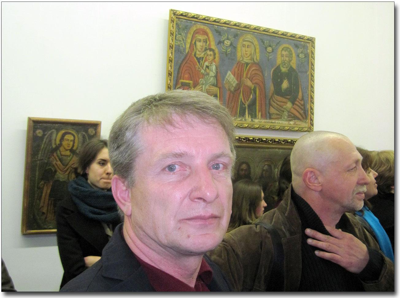 Na zdjęciu Aleksander Czernow - jeden z organizatorów wystawy