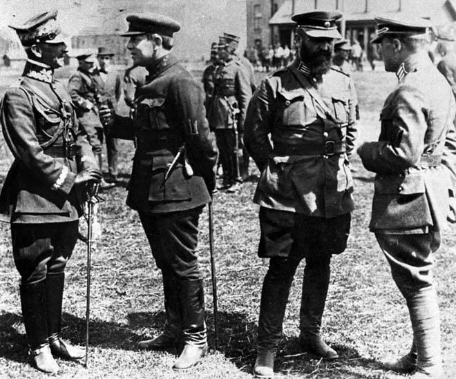 Generał Listowski w rozmowie z Petlurą oraz pułkownikami armii URL - Salskim i Bezruczką. Berdyczów 1920 r. (z archiwum A. Nieuważnego)