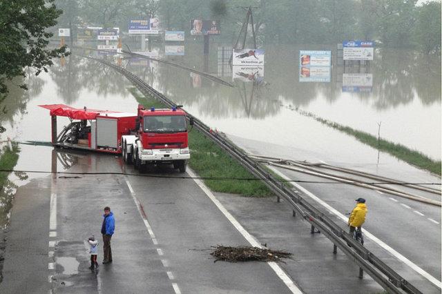 Zdjęcie pobrano z http://bi.gazeta.pl/im/7/7908/z7908357X,Droga-Krajowa-nr-1-w-Czechowicach.jpg