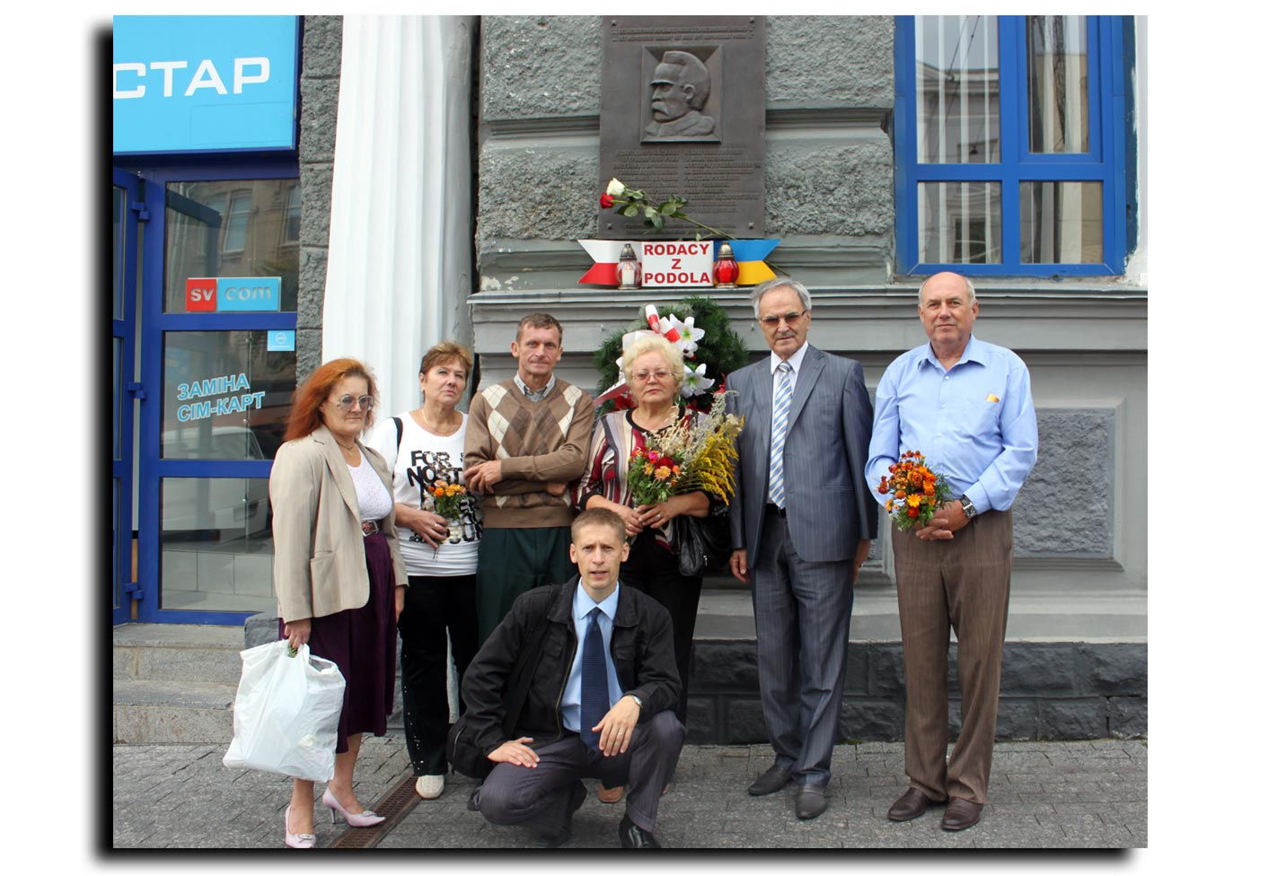 Na zdjęciu prezes Jan Glinczewski i członkowie Konfederacji Polaków Podola oraz prezes SP Kresowiacy Jerzy Wójcicki