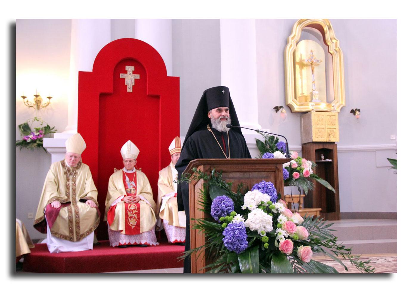 Rzymskokatoliccy oraz prawosławni biskupi na uroczystościach 250-lecia Kościoła Seminaryjnego w Żytomierzu