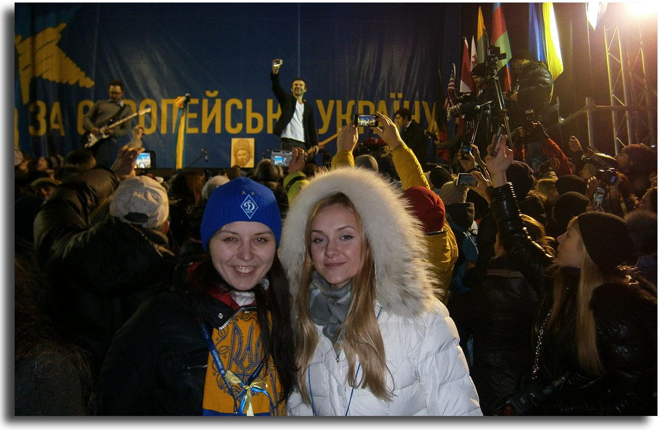 Wika Draczuk (po lewej) z koleżanką