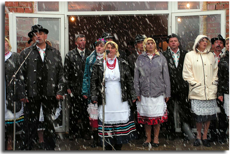 Polacy z  Bukowiny – przetrwali komunizm, więc niestraszny im śnieg