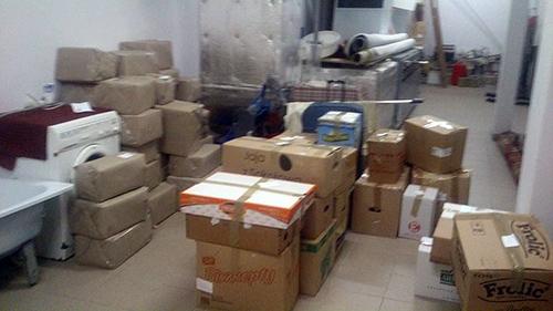 Zdjęcie paczek, przygotowanych do wysyłki przez Martę Czerwieniec