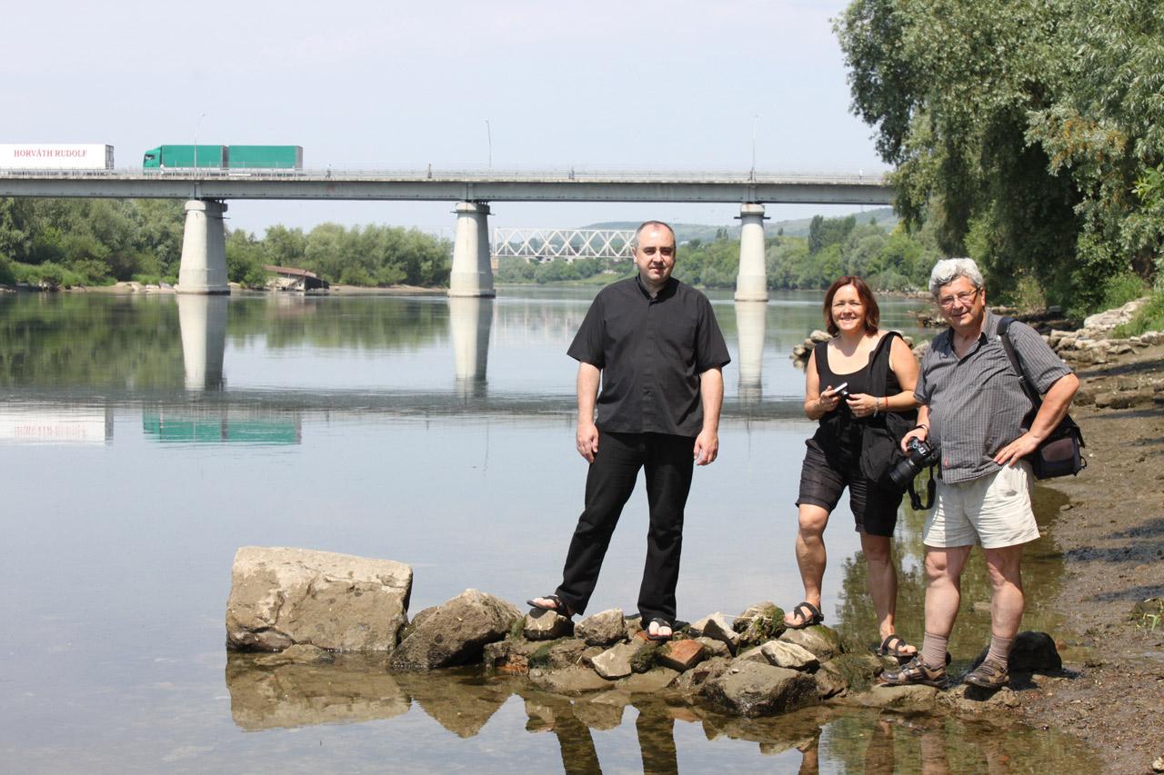 Na zdjęciu z prawej - Jarek, Julia, ksiądz Antoni z Mohylewa